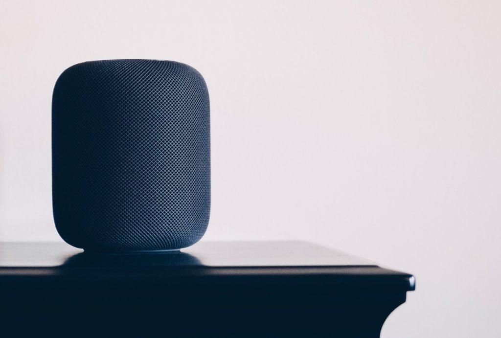 SIRI apple homepod on a table