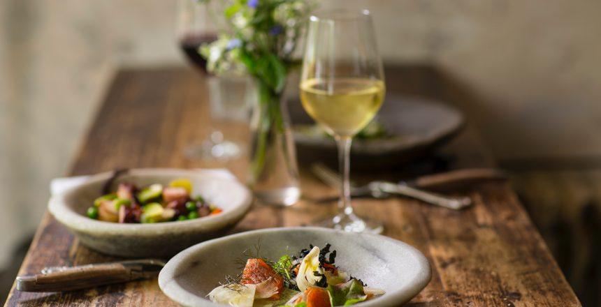 Recommandation de restaurants propose de vous trouver une table à proximité ou correspondant à vos goûts.